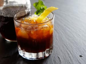 Anthora Pilsner - Café con toque a limón con amaro agridulce y aquavit con aroma de alcaravea